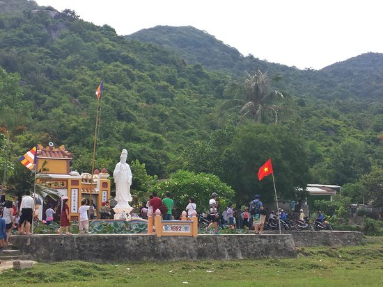 Cham Island (Cu Lao Cham): Guan Yin statue