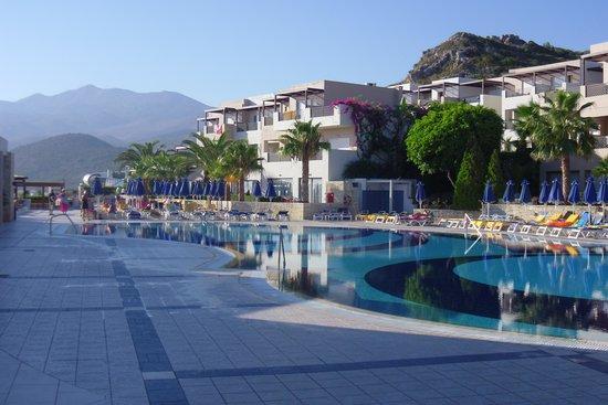 Grand Hotel Holiday Resort: Piscine