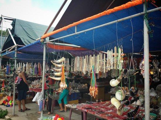 Cham Island (Cu Lao Cham): Market place