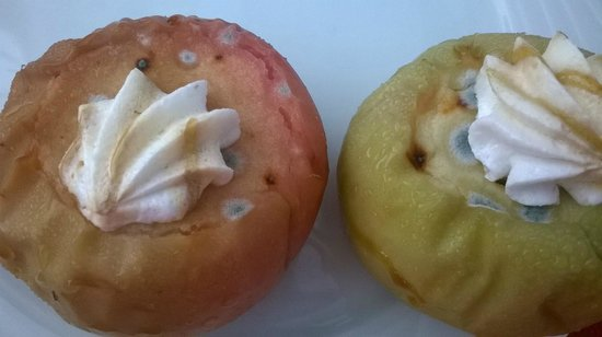 Vera Verde Resort : Pommes au four moisies (pourtant servies aux clients).