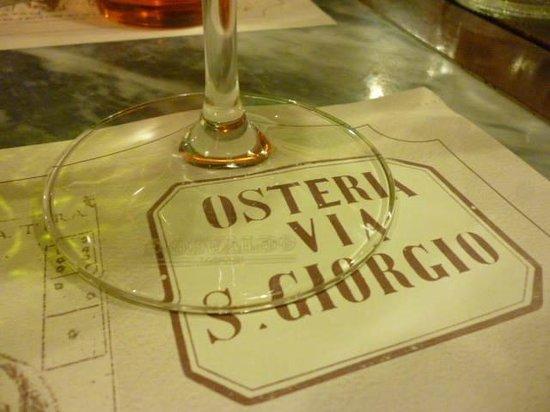 Osteria San Giorgio: dettaglio con bicchiere