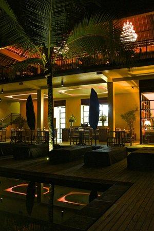 Komaneka at Rasa Sayang: Swimming pool and hotel at night