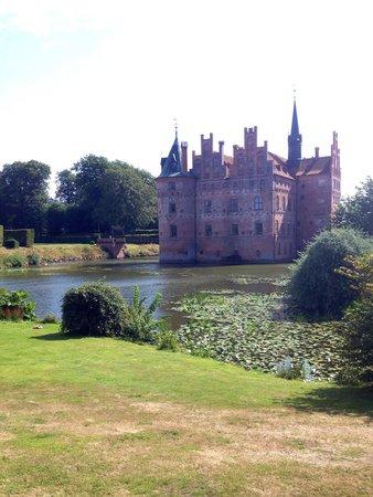 Château d'Egeskov : Il castello visto dal fossato