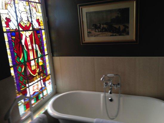 Huis 't Schaep: Coucke's original stain glass in the bathroom