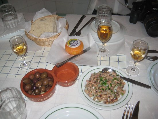 A BAIUCA: Some nice port wine with appetizers