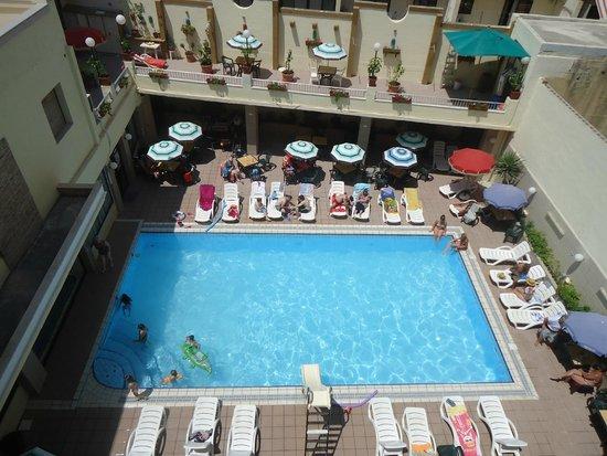 Euroclub Hotel : piscina molto grande