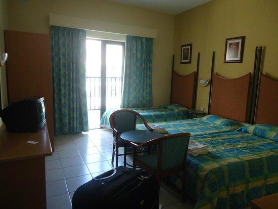 Euroclub Hotel : stanza con tv e balcone