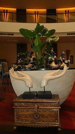 Millennium Resort Patong Phuket: Beach Side Lobby