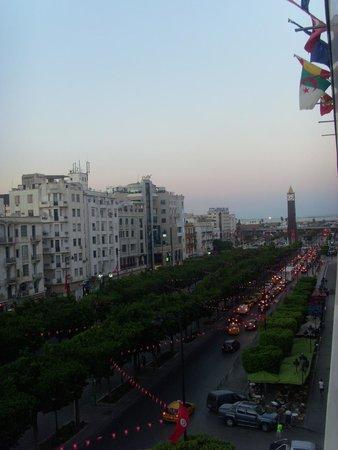 Africa Hotel: Vue côté Avenue Habib Bourguiba