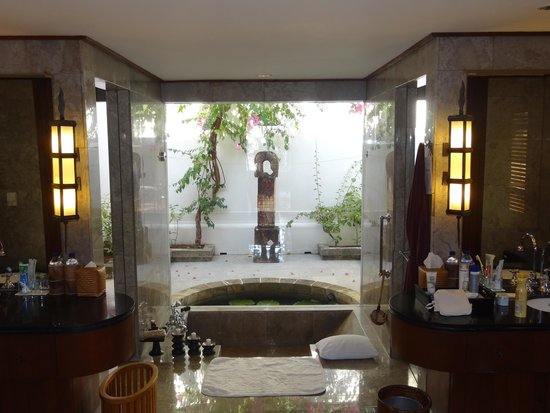 The Oberoi, Lombok: Ocean view villa bathroom