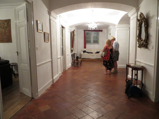 Pepieux, France: the entrance hall