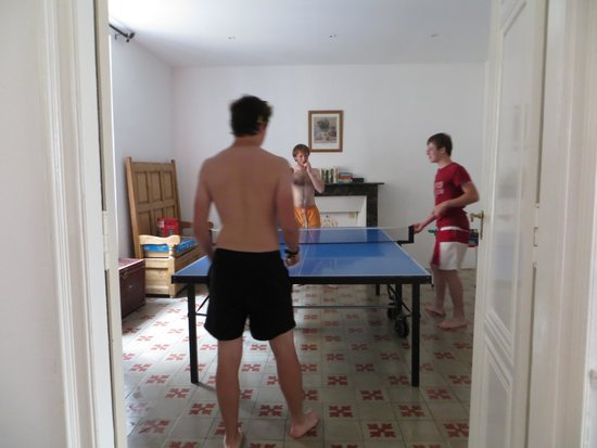 Pepieux, France: games room, well used by our teenagers
