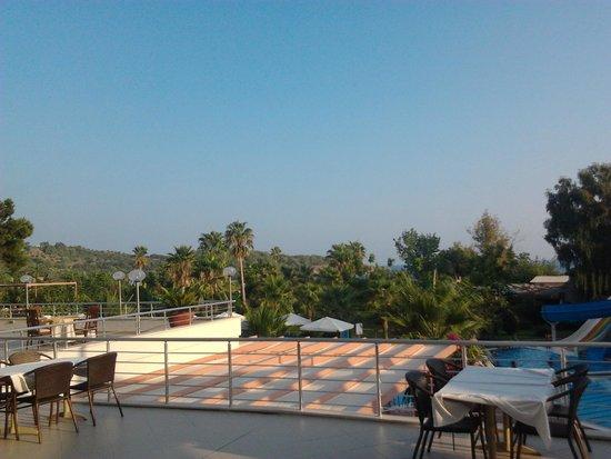 Lycus Beach Hotel: terras uitzicht
