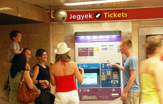 Fungarian: Budapest Public Transportation Tour - How to get a ticket
