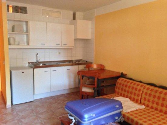Prinsotel Alba Hotel Apartments: Soggiorno con cucina