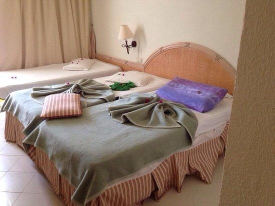 Mehari Tabarka : Camera da letto con tanto di decorazioni.
