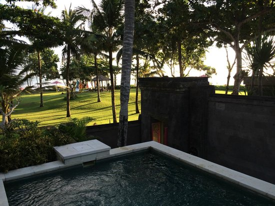 The Royal Beach Seminyak Bali - MGallery Collection: Another view from the pool of a seafront villa
