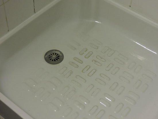 Hotel Triotel: Bac à douche inssalubre