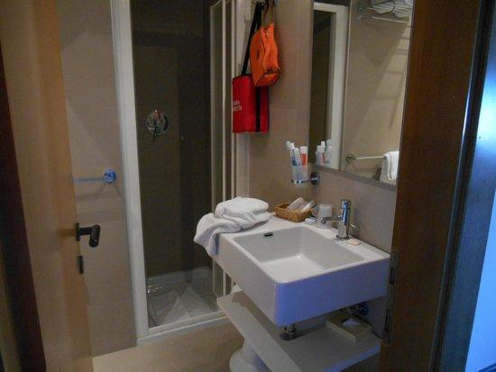 Hotel Touring: bagno camera classic plus