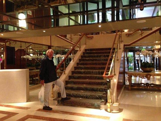 The Westbury : Escaliers d'accès à la réception