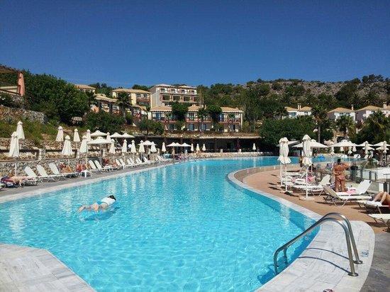 Apostolata Island Resort & Spa: Πισίνα