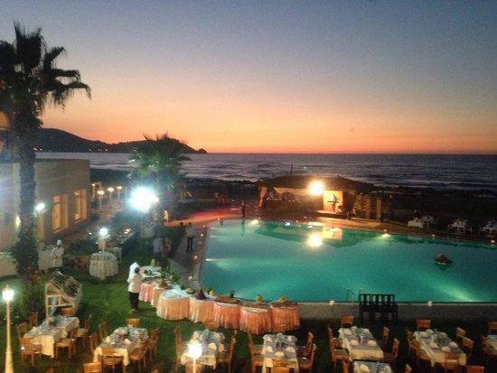 Mehari Tabarka : Cena di Ferragosto a bordo piscina.