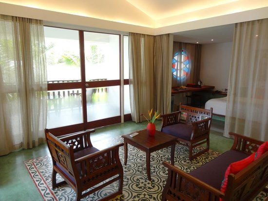Purity at Lake Vembanad: In-room seating area