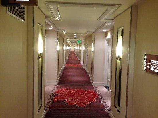 Solaire Resort & Casino: Corridor