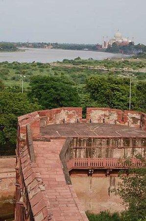 Fort rouge d'Āgrā : タージマハルが遠望できます