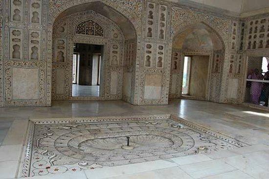 Agra Fort: 美しく装飾された白い部屋