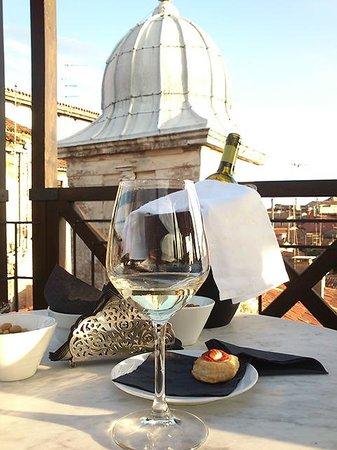 Starhotels Splendid Venice : お酒を頂いている時の写真