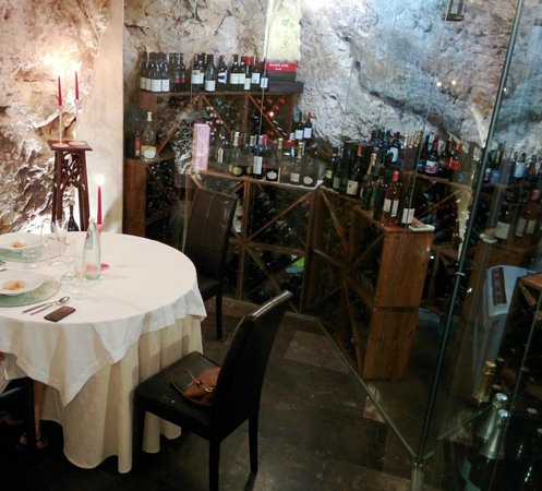 Vacanze Modicane Il Ristorante: The cave we got reserved for our Bday lunch. Nice surprise.