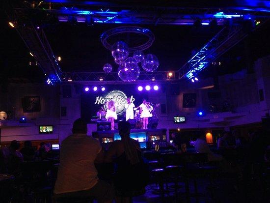 Hard Rock Hotel Bali: Band in Lobby bar from 830pm