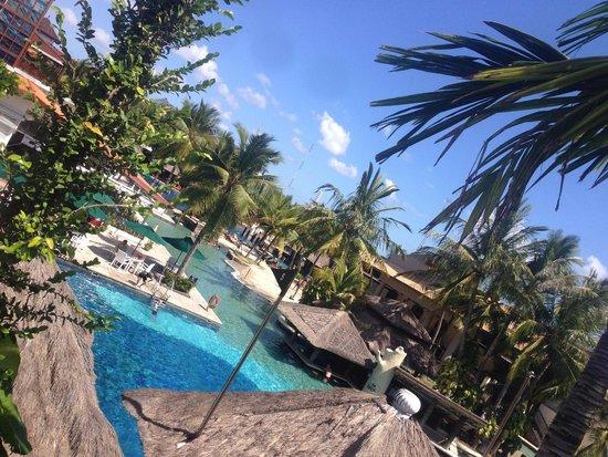 Hard Rock Hotel Bali: Pool area