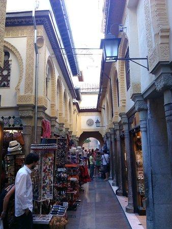 Hotel Palacio de Los Navas : Une des rues commerçantes autour de l'hôtel.