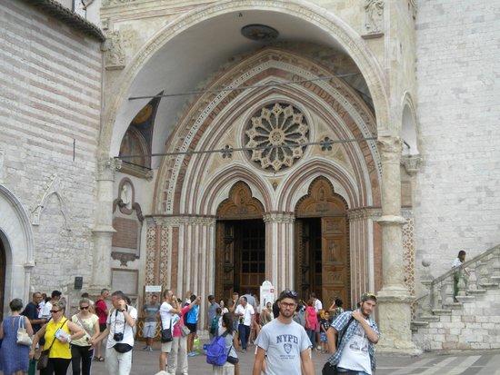 Basilica inferiore di San Francesco d'Assisi: Portale di ingresso alla Basilica inferiore