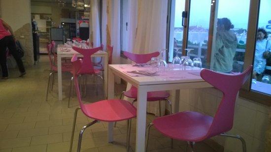 Il Porticciolo di Caletta : i tavolini del locale