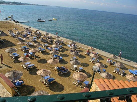Fantasia Hotel De Luxe Kusadasi: Beach area