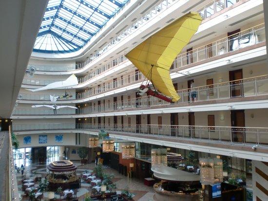 Maritim Airport Hotel Hannover: 広いロビーです