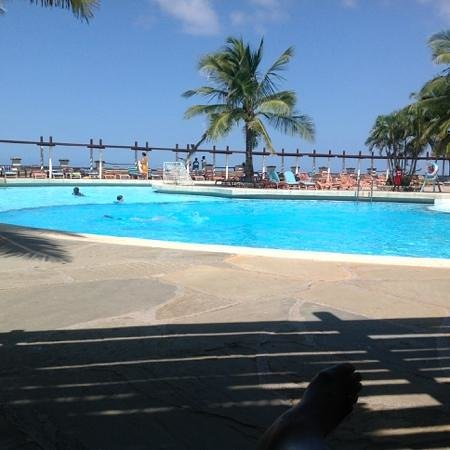 Leopard Beach Resort & Spa : view of the pool and ocean