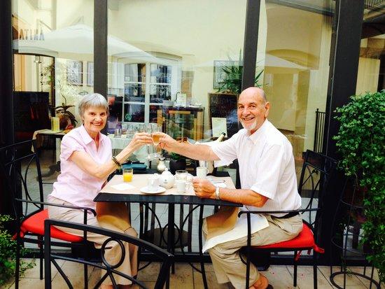 Hotel Leonardo Prague: Champagne Breakfast for our Golden Wedding