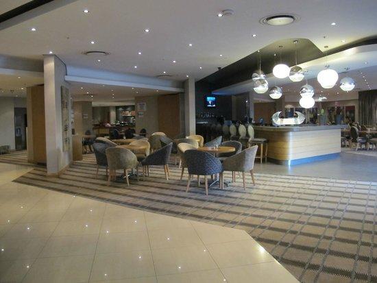 Holiday Inn Express Pretoria-Sunnypark: soggiorno