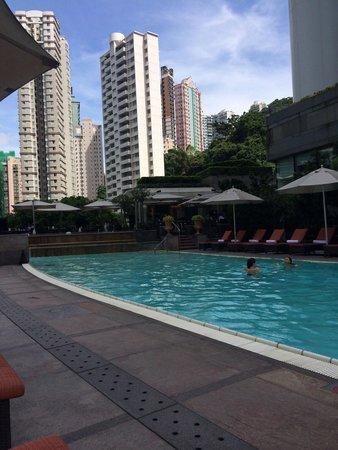 Conrad Hong Kong: Pool - sun until midday, then in shade