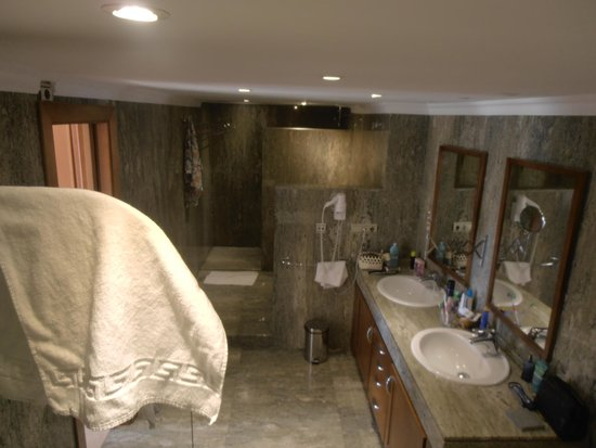 Toboso apar-turis Hotel: Bath Room