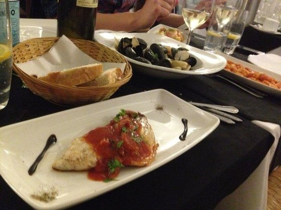 Al Dente Restaurant : Seabass with a yummy tomato sauce and aromatic herbs