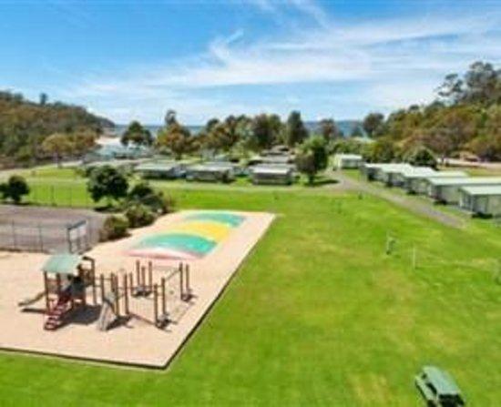 Eden Beachfront Holiday Park: Eden Beachfront - Children's Playground and jumping Pillow