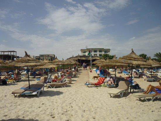 Royal Kenz Hotel Thalasso & Spa: Strand + strandbar