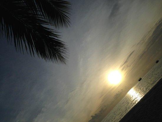 Club Med Kani : バーでくつろぐ一日の終わり