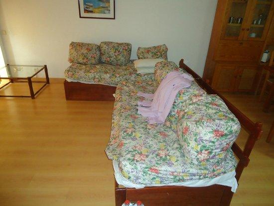 Parque Mourabel Apartments : Sofa