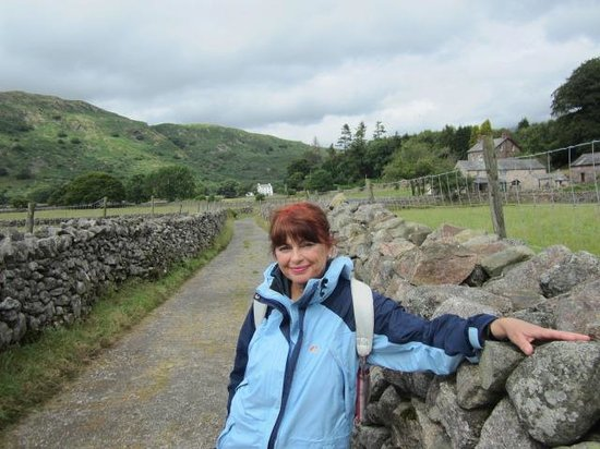 Eskdale Camping and Caravanning: Evening walk to a wonderful local pub